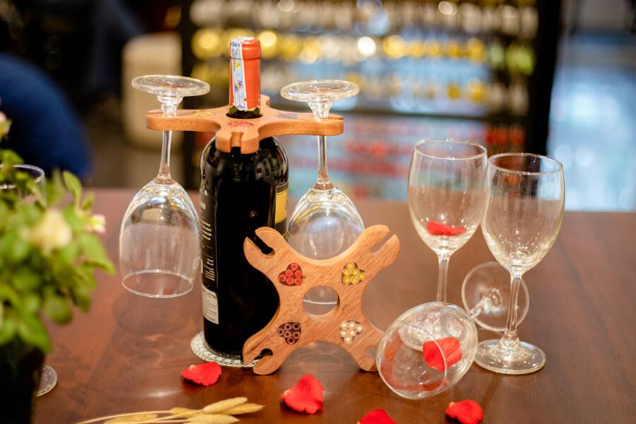 Quà tặng decor giá để rượu độc đáo