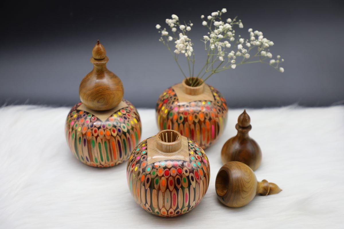 Decorative Colored-pencil Gourd Vase